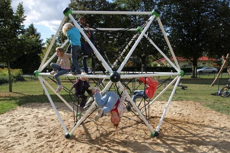 Place zabaw metalowe - funkcjonalność i bezpieczeństwo